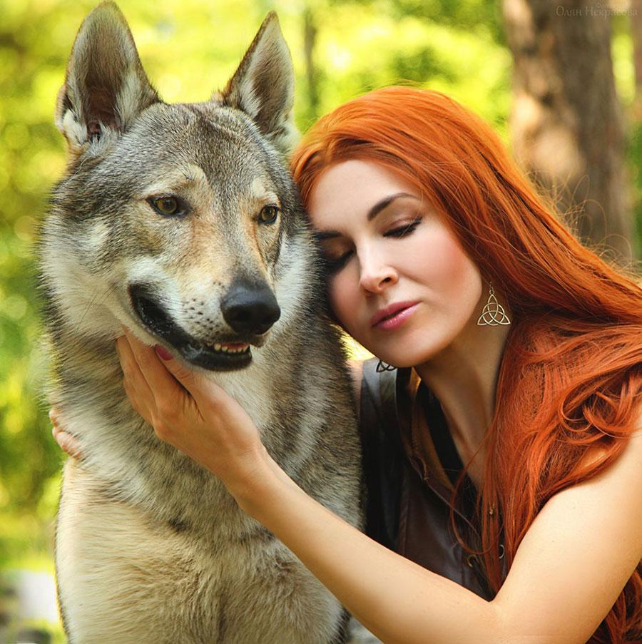 в обнимку с волком