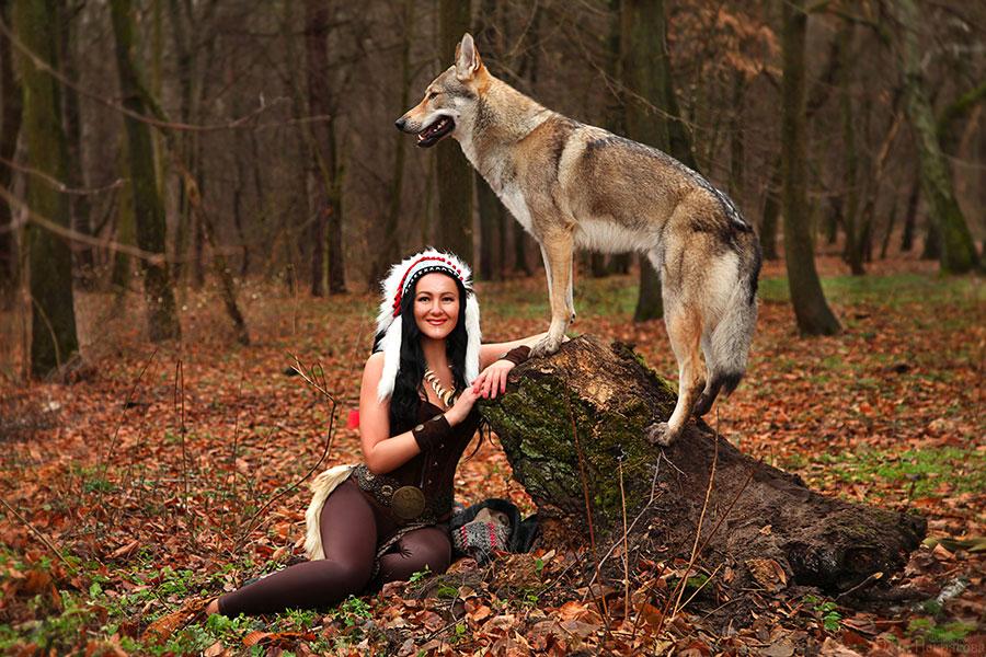 Чешский волчак и прекрасная девушка