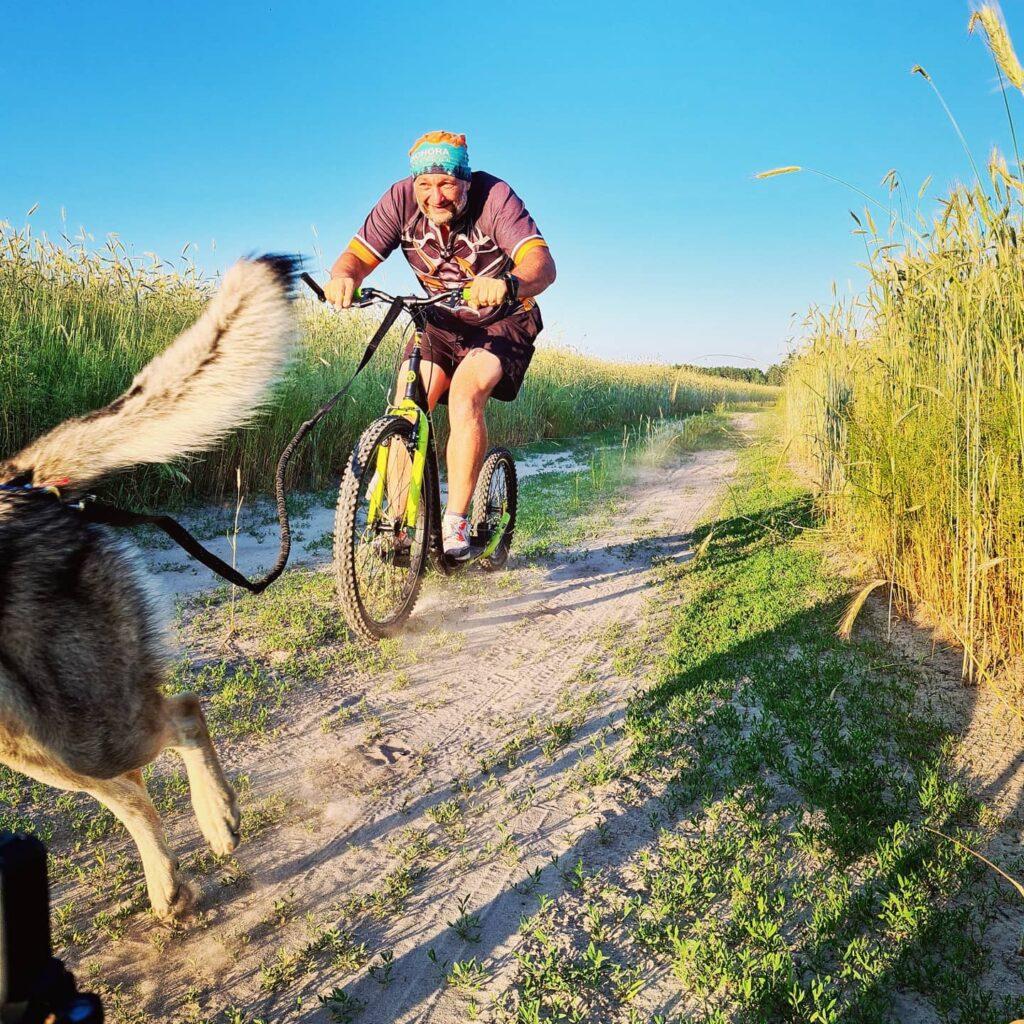 На самокате с собакой