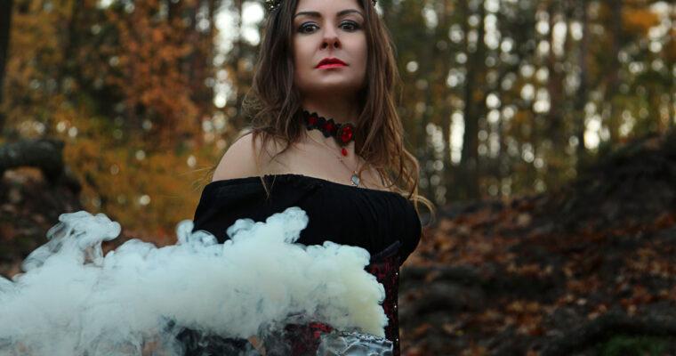 В Хэллоуин все женщины — Ведьмы