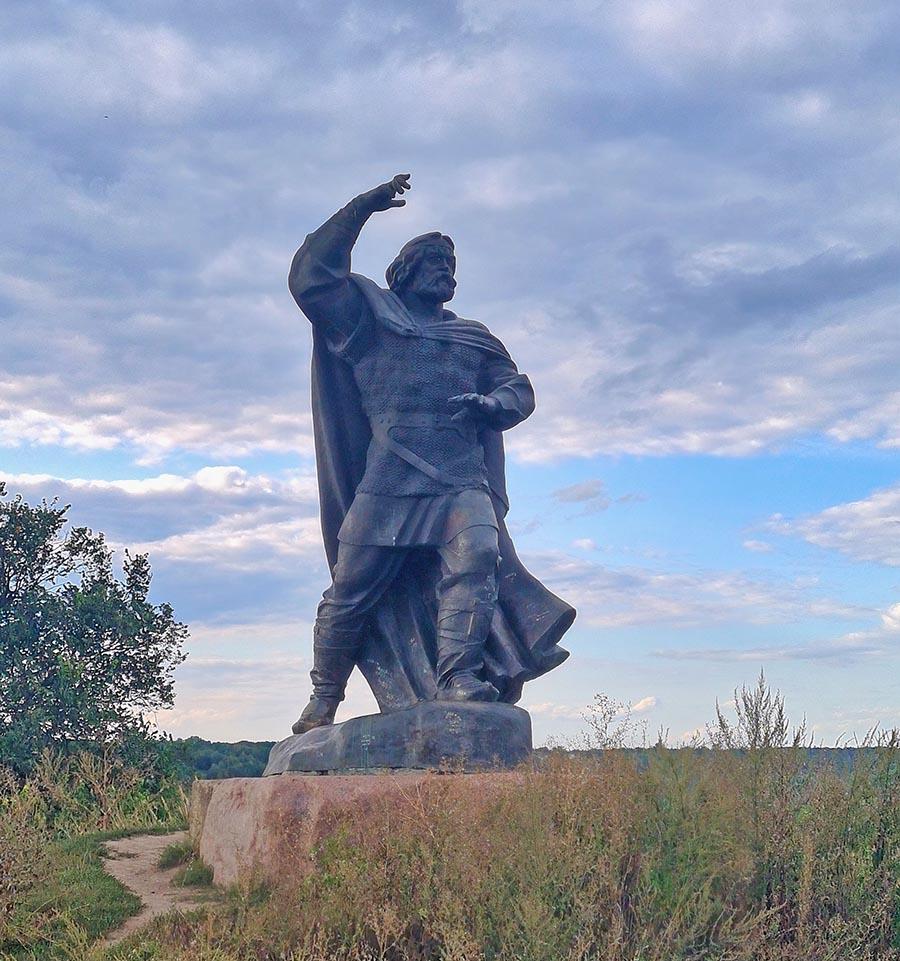 Памятник Бояну в Новгород-Северском